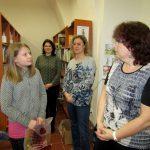 Vedoucí Knihovny Ivana Slavíka Hořovice Martina Stelšovská společně s knihovnicemi Marcelou Labskou a Evou Kocourkovou připravily pro děti program na celé dopoledne.