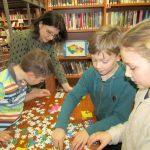 Celé dopoledne se děti bavily při Člověče nezlob se, skládání puzzle i při luštění kvízů a křížovek.